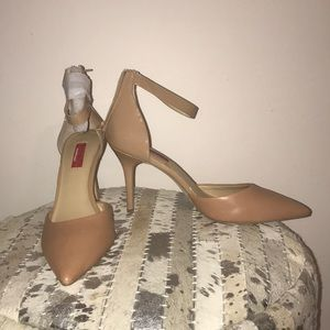 SAKS FIFTH AVENUE Red Label Nude Ankle Pump